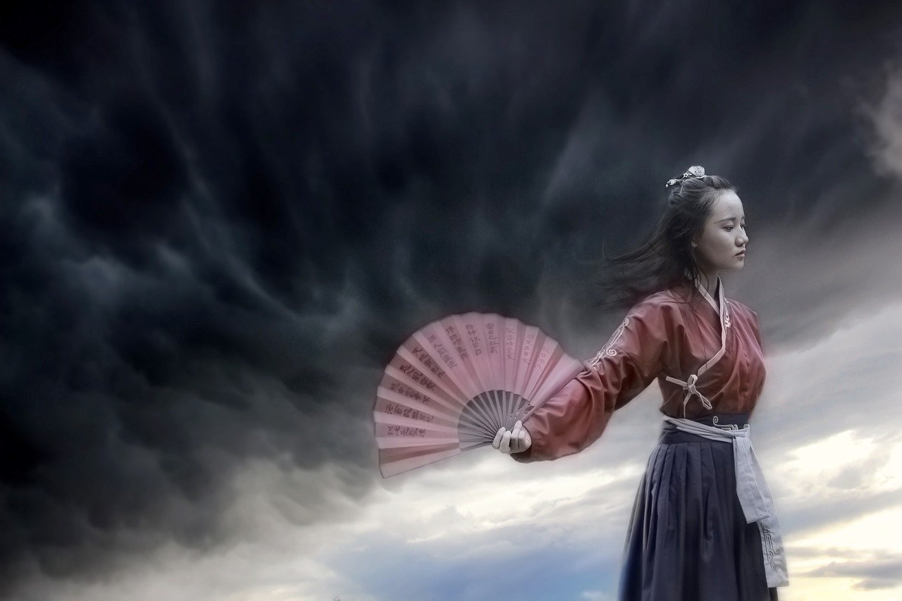 Picture of a Woman in traditional Chinese clothes